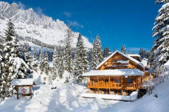 MandlWand Lodge - Villapparte - 9 luxe appartementen met Sauna Welness - Salzburgerland - Oostenrijk - voorkant Lodge
