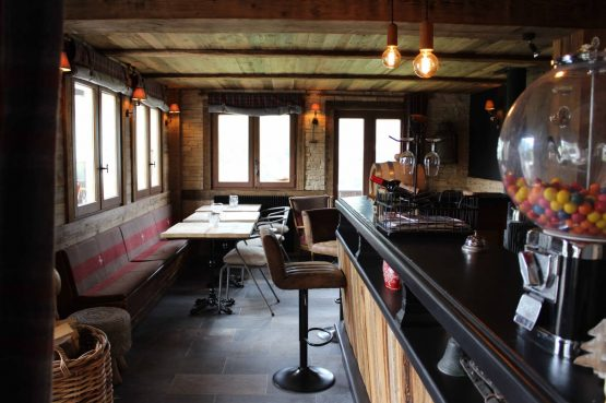 La Belle Bubble Lodge_Villapparte_unieke mountain lodge_appartement_Bed en Breakfast_Haute Savoie_Buitenspa_gezamenlijke ruimte