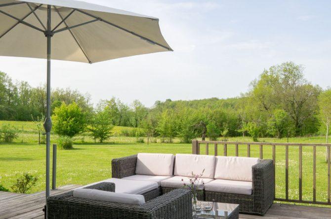 Vakantiehuis Les Terrasses_Villapparte_luxe vakantiehuis voor 8 personen_Lot et Garonne_verwarmd zwembad_loungeset aan zwembad