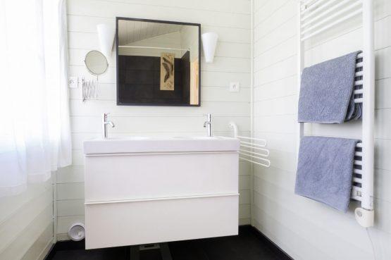 Vakantiehuis Les Terrasses_Villapparte_luxe vakantiehuis voor 8 personen_Lot et Garonne_verwarmd zwembad_luxe badkamer met dubbele wastafel