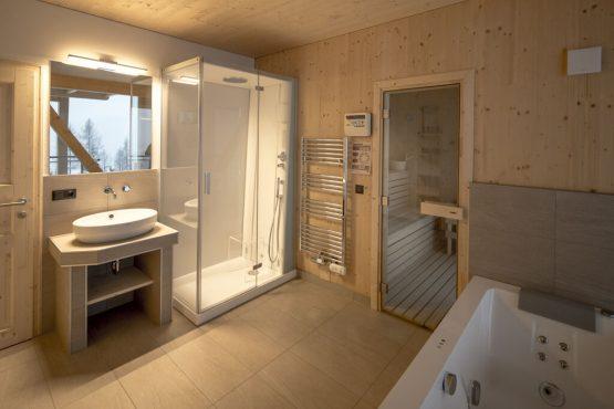 Villapparte-Belvilla-Chalet Reiteralm-luxe chalet voor 8 personen in Schladming-Oostenrijk-luxe badkamer met sauna
