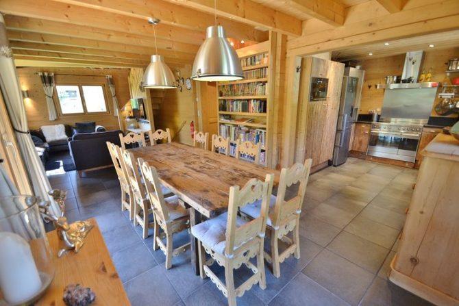 Villapparte-Belvilla-Chalet le Chevreuil Franse alpen-luxe chalet met zwembad voor 12 personen-eethoek