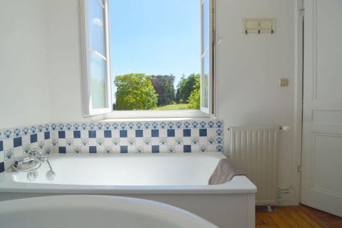 Villapparte-Belvilla- Kasteel Chateau in Asnières - Normandië-vakantiehuis voor 19 personen-authentiek kasteel-authentieke badkamer