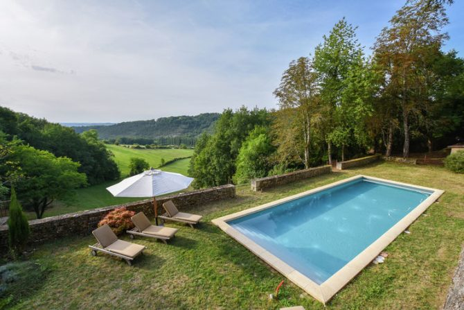 Villapparte-Belvilla-Landhuis La Dépendance-Authentiek vakantiehuis-Dordogne-9 personen-zwembad met uitzicht