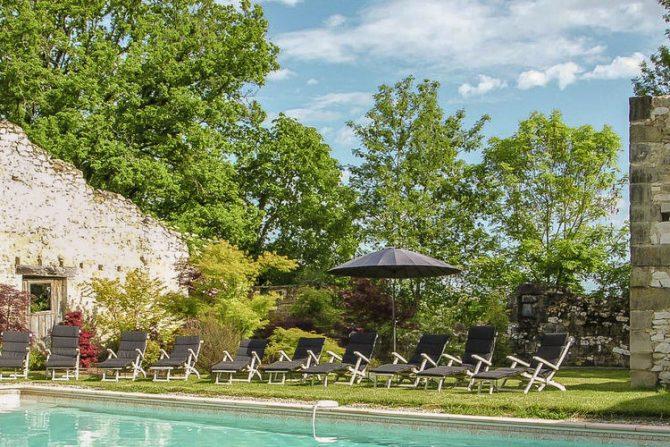 Villapparte-Belvilla-Landhuis La Dame a l'Hermine-authentiek vakantiehuis met zwembad-12 personen-zwembad met ligstoelen