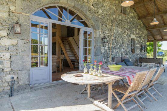 Villapparte-Belvilla-Mas d'Ourbise Penan-luxe vakantievilla-12 personen-Frankrijk-terras overdekt