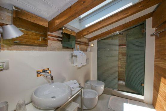 Villapparte-Belvilla-Vakantie Casa Strappa Le Marche in Italië-vakantiehuis voor 2 personen-luxe badkamer