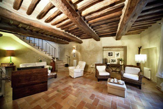 Villapparte-Belvilla-Vakantiehuis Casa Bevagna Umbrië Italië-vakantiehuis voor 5 personen-romantische woonkamer met openhaard