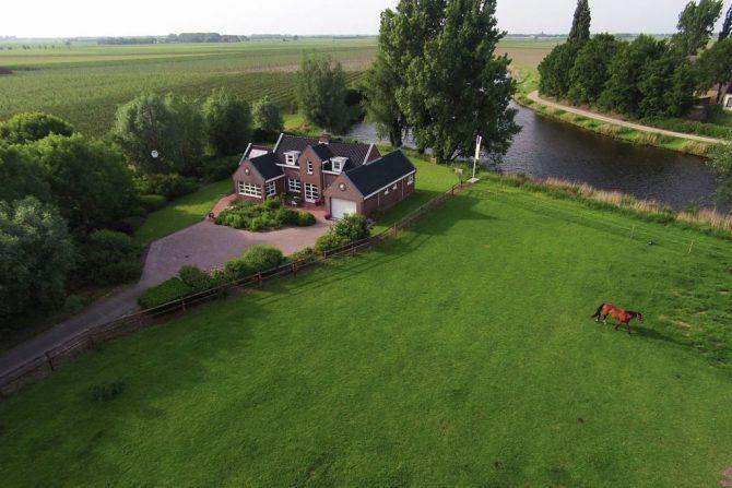Villapparte-Belvilla-Vakantiehuis de Blauwe Sluis-luxe vakantiehuis voor 8 personen in Steenbergen-Noord Brabant-van bovenaf