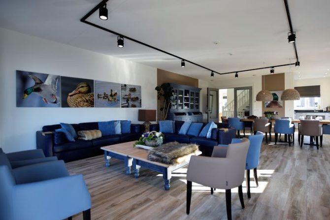 Villapparte-Belvilla-Villa Kaagervaaring-luxe 8-persoons vakantievilla-Kaag-Zuid-Holland-ruime woonkamer