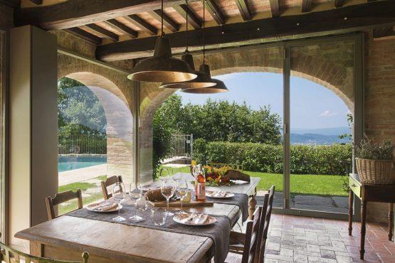 Villapparte-Belvilla-Villa Melograno Toscane Italië-luxe vakantiehuis voor 10 personen-eethoek met uitzicht