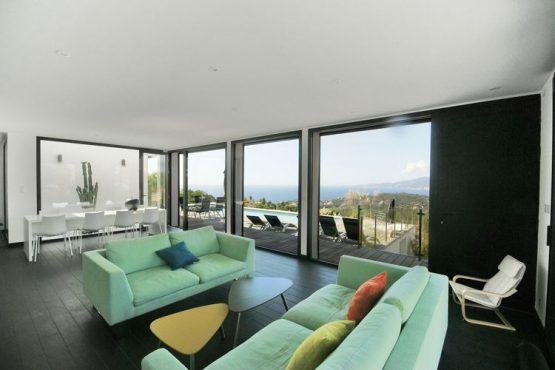 Villapparte-Belvilla-Villa Seaview-Luxe vakantievilla in Albitreccia-6 personen- Frankrijk-Corsica-met zwembad-woonkamer