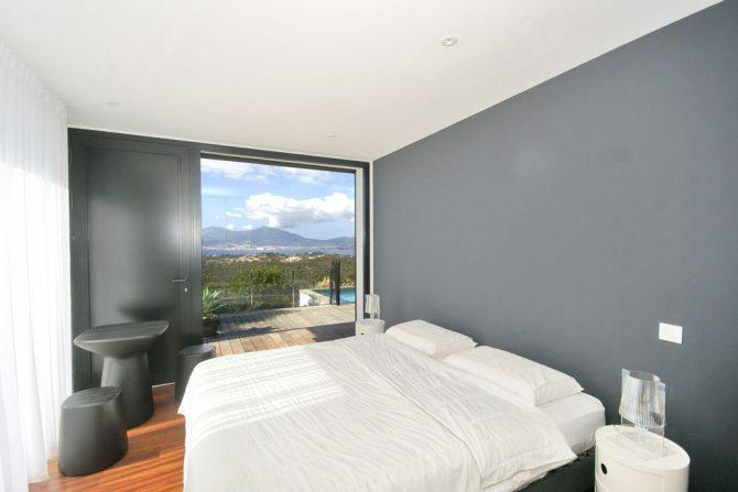 Villapparte-Belvilla-Villa Seaview-Luxe vakantievilla in Albitreccia-6 personen-met zwembad-Frankrijk-Corsica-slaapkamer met uitzicht op zee