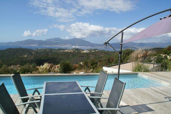 Villapparte-Belvilla-Villa Seaview-Luxe vakantievilla in Albitreccia-6 personen-met zwembad-Frankrijk-Corsica-terras met uitzicht op zee