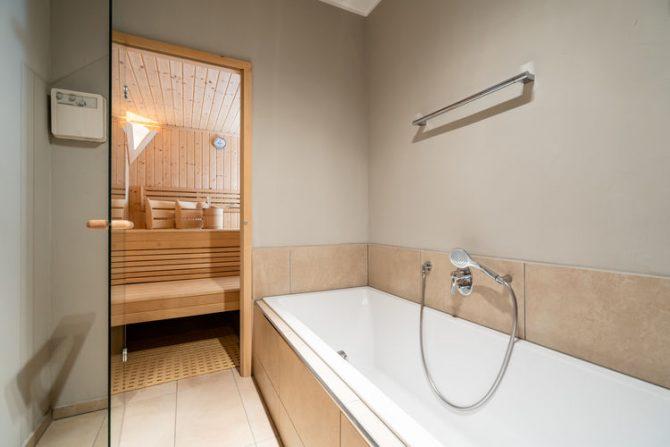 Villapparte-Belvilla-Appartement Panorama Chalet 7-Luxe appartement voor 4 personen in Mittersill-Oostenrijk-luxe badkamer met sauna