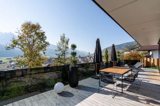 Villapparte-Belvilla-Appartement Penthouse Sonnrain-luxe appartement voor 4 personen in Piesendorf-Oostenrijk-prachtig terras met uitzicht