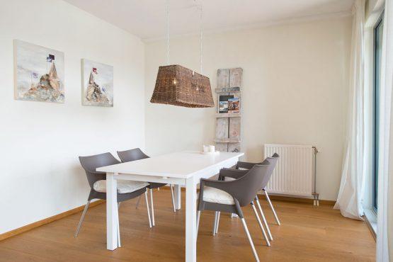Villapparte-Belvilla-Appartement Scheveningen 22-luxe appartement voor 2 personen in Scheveningen-gezellige eethoek