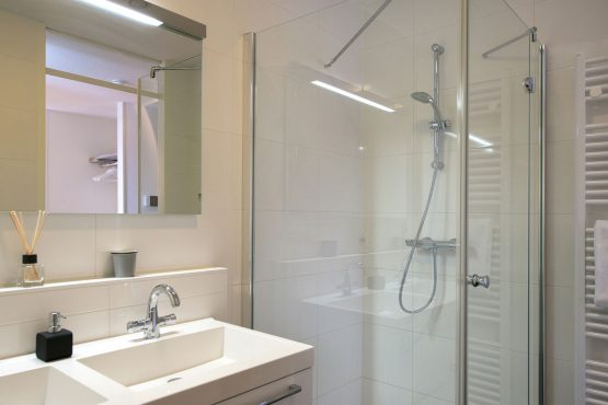 Villapparte-Belvilla-Appartement Scheveningen 22-luxe appartement voor 2 personen in Scheveningen-luxe badkamer