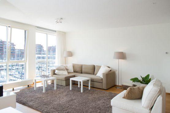 Villapparte-Belvilla-Appartement Scheveningen 22-luxe appartement voor 2 personen in Scheveningen-woonkamer met uitzicht op de haven