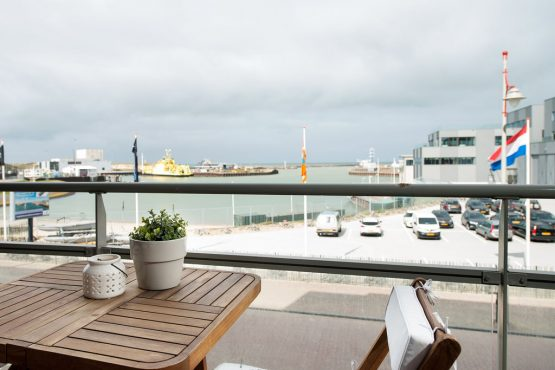 Villapparte-Belvilla-Appartement Scheveningen 22c-Luxe appartement voor 4 personen-Scheveningen-uitzicht terras