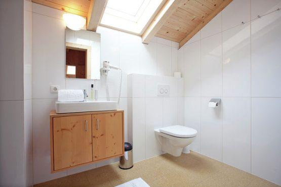 Villapparte-Belvilla-Appartement Waidachhaus-luxe appartement voor 10 personen in Ramsau im Zillertal-Oostenrijk-luxe badkamer