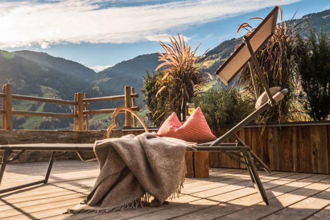 Villapparte-Belvilla-Appartement Waidachhaus-luxe appartement voor 10 personen in Ramsau im Zillertal-Oostenrijk-sfeer terras