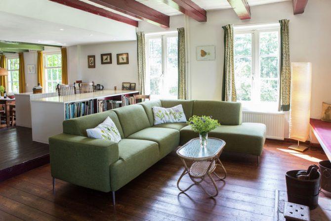Villapparte-Belvilla-Boerderij Korskes Hoef in Drimmelen-nostalgisch vakantiehuis voor 8 personen-gezellige woonkamer