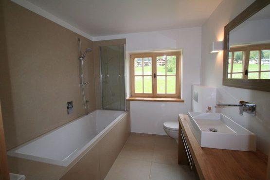 Villapparte-Belvilla-Chalet Bichlnwiesn-luxe chalet voor 8 perosnen in Jochberg-Oostenrijk-luxe badkamer