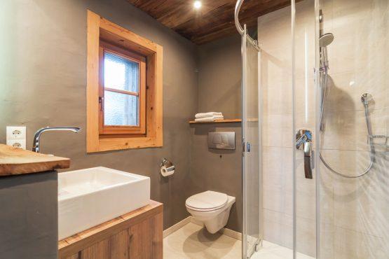 Villapparte-Belvilla- Chalet Kaiserliebe-luxe chalet voor 10 personen in Ellmau-Oostenrijk-luxe badkamer