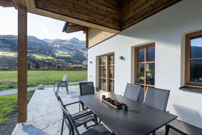 Villapparte-Belvilla-Chalet Mariland-luxe vakantiechalet voor 10 personen-Bad Hofgastein-Oostenrijk-overdekt terras