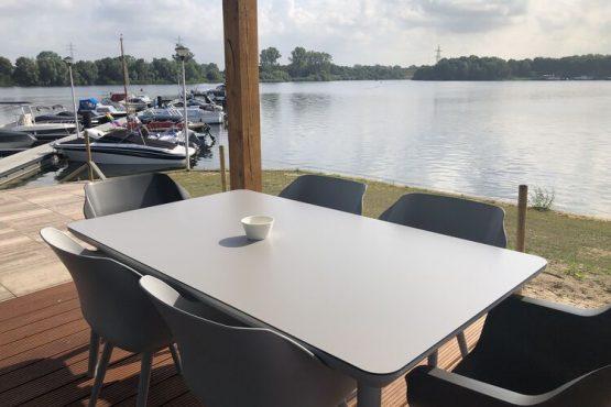 Villapparte-Belvilla-Chalet Recreatiepark 't Loo-vakantiechalet op parkje voor 5 personen-Linden-Noord Brabant-terras met uitzicht