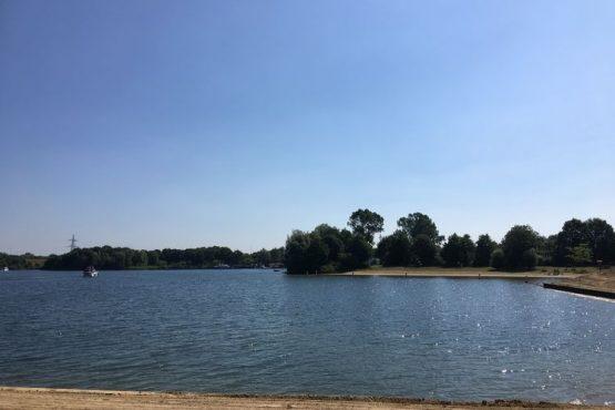 Villapparte-Belvilla-Chalet Recreatiepark 't Loo-vakantiechalet op parkje voor 5 personen-Linden-Noord Brabant-uitzicht op Kraaijenbergse plassen