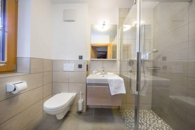 Villapparte-Belvilla-Chalet Rossberg-Luxe chalet voor 10 personen in Neukirchen am Grossvenediger-Oostenrijk-luxe badkamer