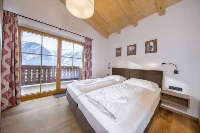 Villapparte-Belvilla-Chalet Rossberg-Luxe chalet voor 10 personen in Neukirchen am Grossvenediger-Oostenrijk-luxe slaapkamer met uitzicht