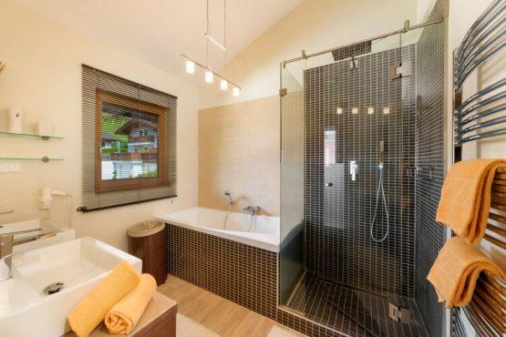 Villapparte-Belvilla-Chalet Thumersbach-Luxe chalet voor 8 personen in Zell am See-Oostenrijk-luxe badkamer