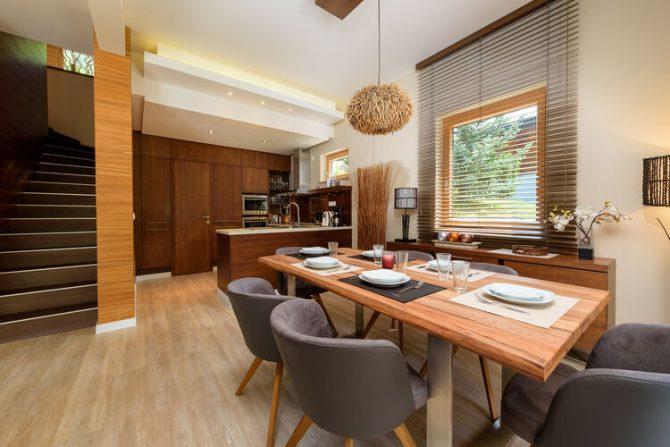 Villapparte-Belvilla-Chalet Thumersbach-Luxe chalet voor 8 personen in Zell am See-Oostenrijk-luxe keuken met eethoek