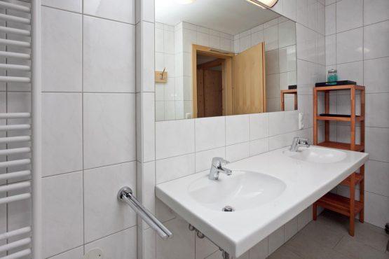 Villapparte-Belvilla-Chalet im Wald-Luxe chalet voor 10 personen in Konigsleiten-Oostenrijk-luxe badkamer