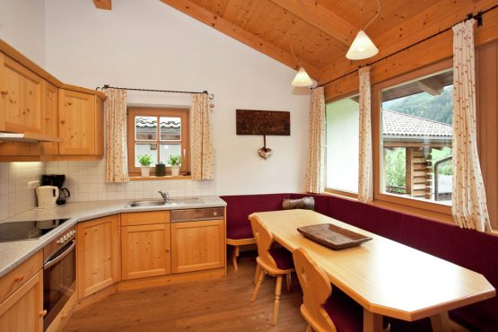 Villapparte-Belvilla-Chalet im Wald-Luxe chalet voor 10 personen in Konigsleiten-Oostenrijk-ruime eethoek