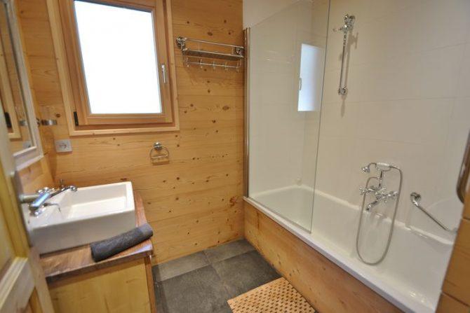 Villapparte-Belvilla-Chalet le Chevreuil Franse alpen-luxe chalet voor 12 personen-luxe badkamer