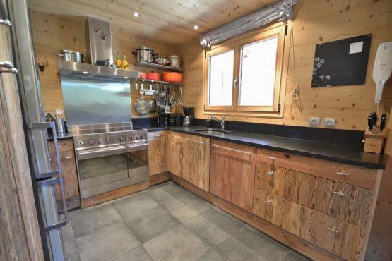 Villapparte-Belvilla-Chalet le Chevreuil Franse alpen-luxe chalet voor 12 personen-luxe keuken