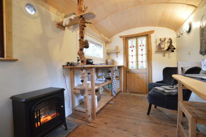 Villapparte-Belvilla-Cottage Pipowagen 't Oventje-unieke pipowagen in Zeeland voor 2 personen-mini keuken en zithoek