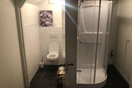Villapparte-Belvilla-Cottage Pipowagen 't Oventje-unieke pipowagen in Zeeland voor 2 personen-op afstand een sanitaire ruimte