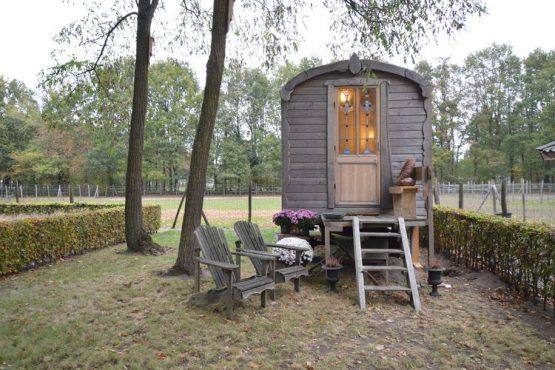 Villapparte-Belvilla-Cottage Pipowagen 't Oventje-unieke pipowagen in Zeeland voor 2 personen-vrij uitzicht