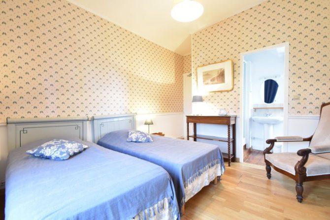 Villapparte-Belvilla- Kasteel Chateau in Asnières - Normandië-vakantiehuis voor 19 personen-authentiek kasteel-romantische slaapkamer