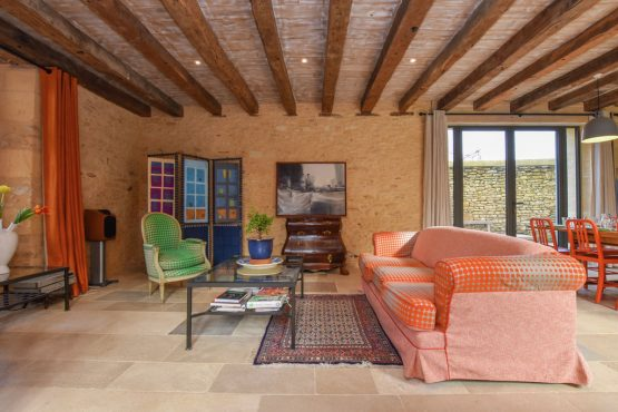 Villapparte-Belvilla-Landhuis La Dépendance-Authentiek vakantiehuis-Dordogne-kleurrijke woonkamer
