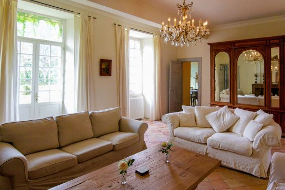 Villapparte-Belvilla-Landhuis La Dame a l'Hermine-authentiek vakantiehuis met zwembad-gezellige woonkamer