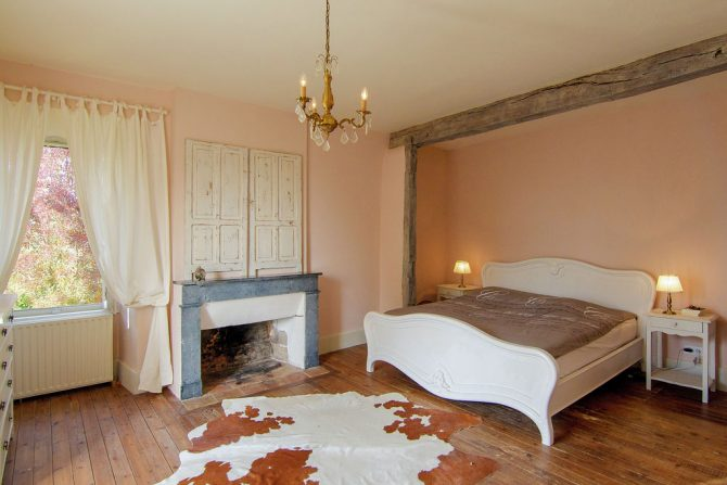 Villapparte-Belvilla-Landhuis La Dame a l'Hermine-authentiek vakantiehuis met zwembad-romantische slaapkamer