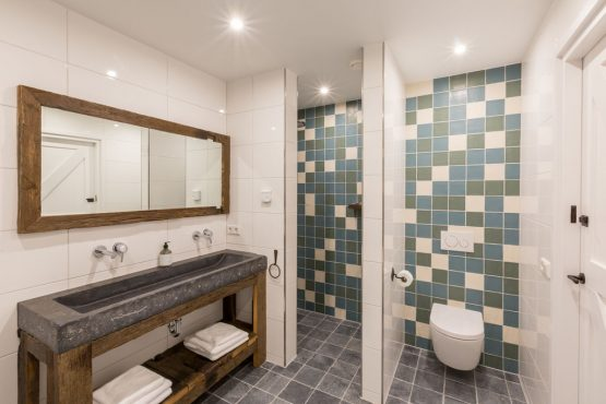 Villapparte-Belvilla-Landhuis 't Blauwtje-vakantiehuis in Zeeland voor 5 personen-luxe badkamer
