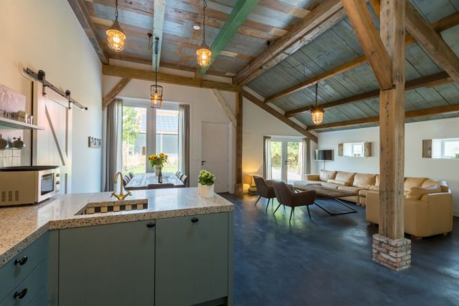 Villapparte-Belvilla-Landhuis 't Blauwtje-vakantiehuis in Zeeland voor 5 personen-woonkamer met hoge plafonds