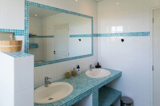 Villapparte-Belvilla-Mas d'Ourbise Penan-luxe vakantievilla-luxe badkamer